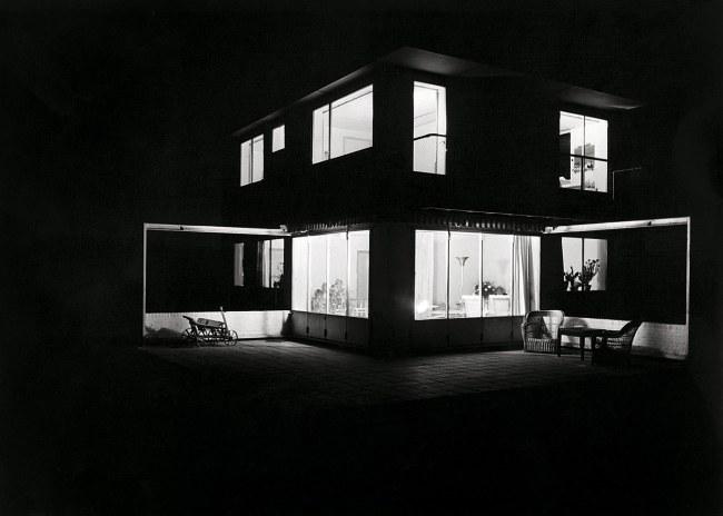 Eva Besnyö. 'Untitled [Summer house in Groet, North Holland. Architects Merkelbach & Karsten]' 1934