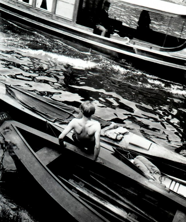 Eva Besnyö. 'Untitled [dockers on the Spree]' Berlin, 1931