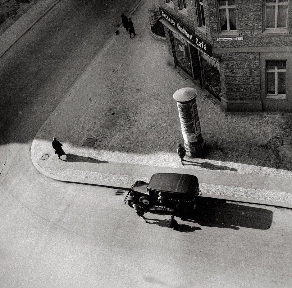 Eva Besnyö. 'Starnberger Straße' Berlin, 1931