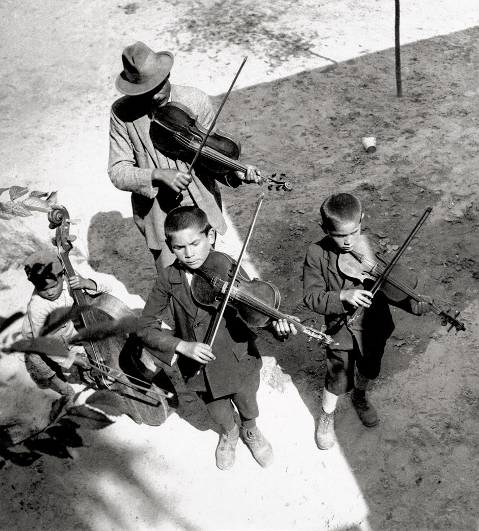Eva Besnyö. 'Gypsies' 1931