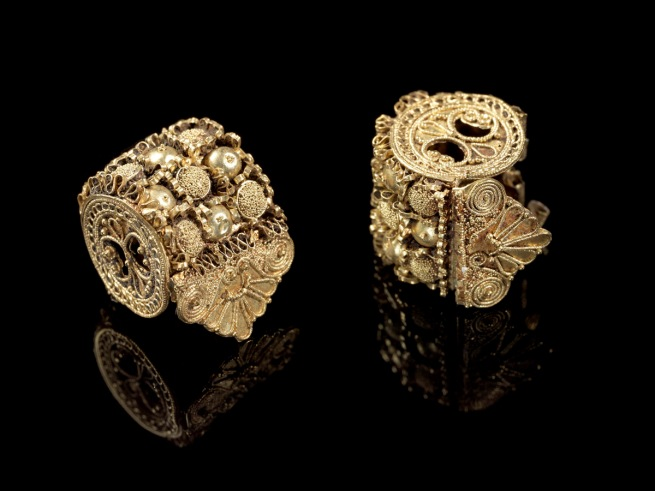 Anon. 'Spool earring' Italic, Etruscan, Late Archaic or Classical Period early 5th century BC