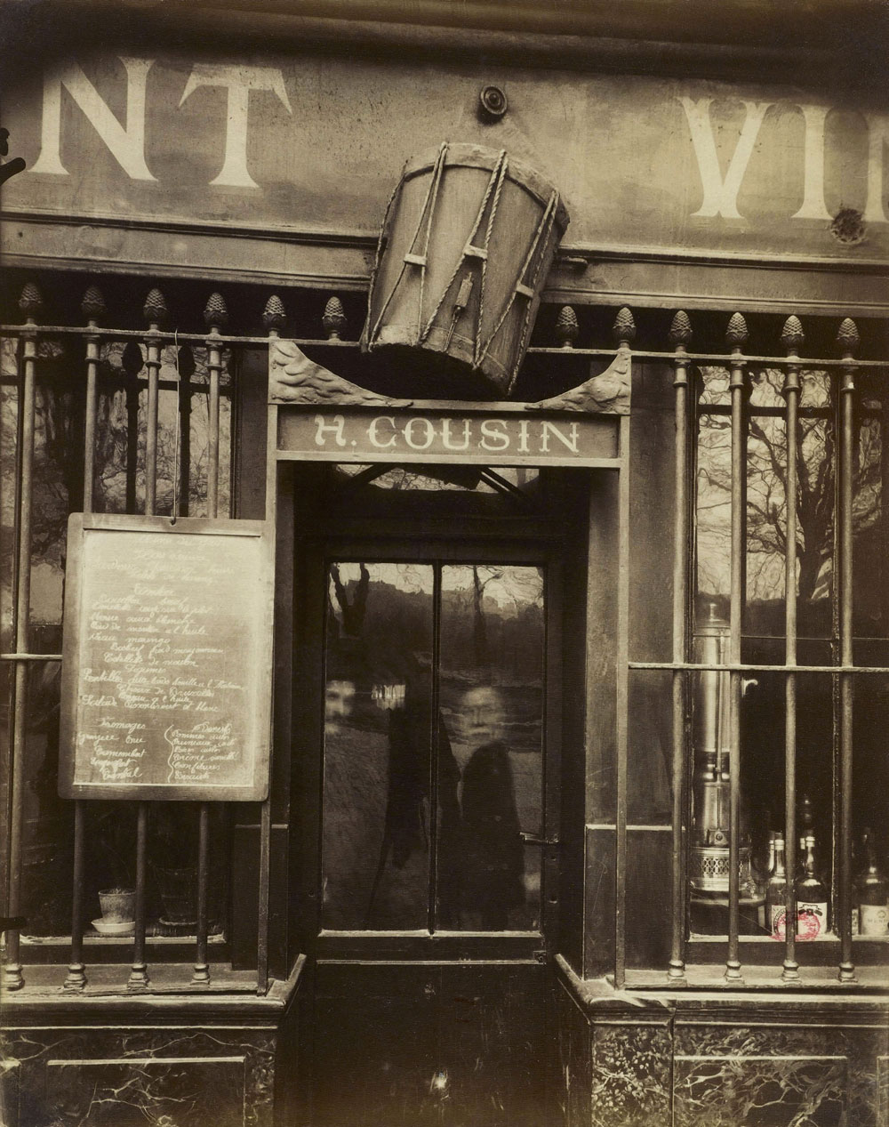 eugene atget work After two wars, many of paris' historical streets and buildings had been lost, with  the only recording by atget atget's work was more comprehensive than.