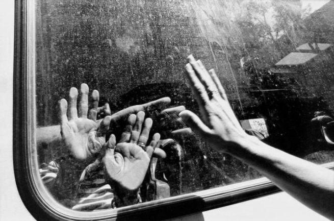 Gilles Peress. 'Evacuation of the Jews, Skanderia, Sarajevo, Bosnia' 1993