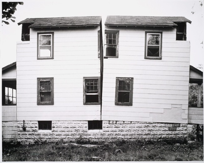 Gordon Matta-Clark. 'Splitting (b)' 1974