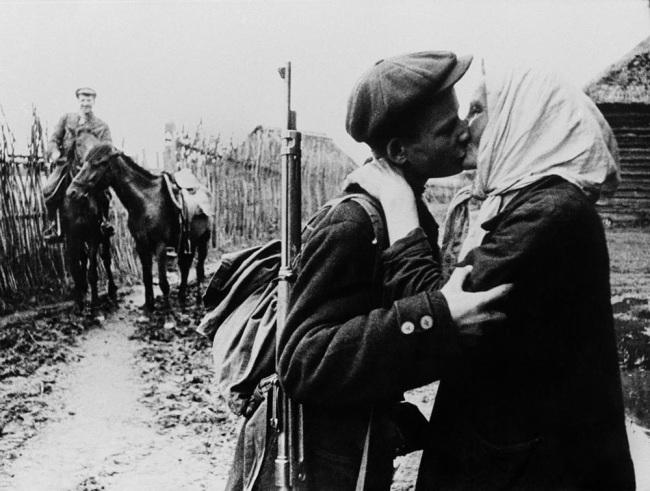 Mikhail Trakhman. 'Kolkhoz farmer M. Nikolaïeva bids her son Ivan goodbye before he joins the partisans' 1942