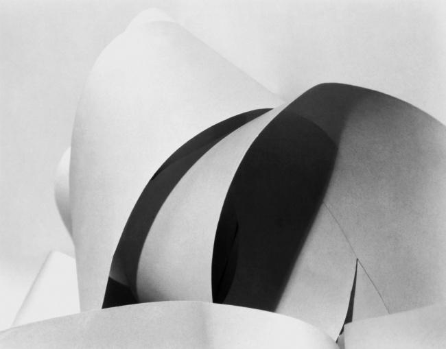 Manuel Álvarez Bravo. 'Waves of paper (Ondas de papel / Vagues de papier)' c. 1928