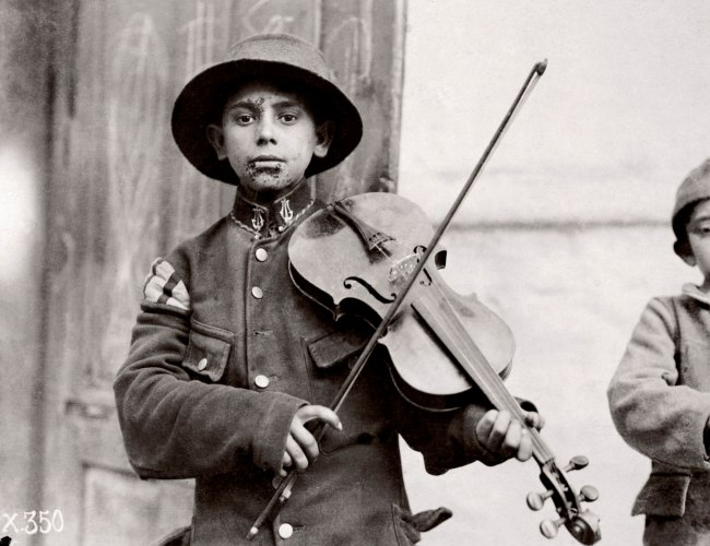 Lewis Hine. 'Belgrade. Christmas Fiddles' 1918