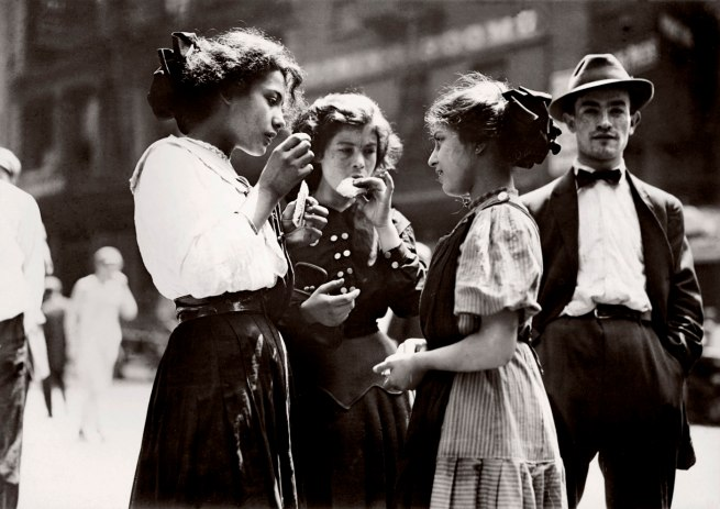 Lewis Hine. 'Lunch Time, New York' 1910