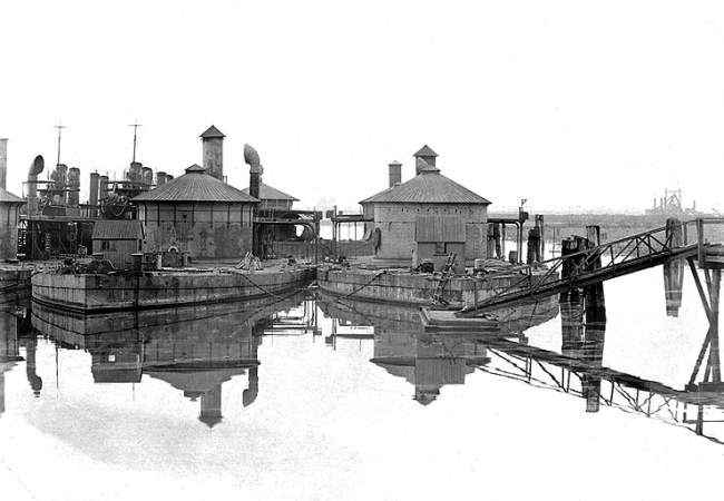 Anonymous photographer. ''Montauk' at left, and 'Lehigh' at right, laid up at the Philadelphia Navy Yard, Pennsylvania' c. late 1902 or early 1903