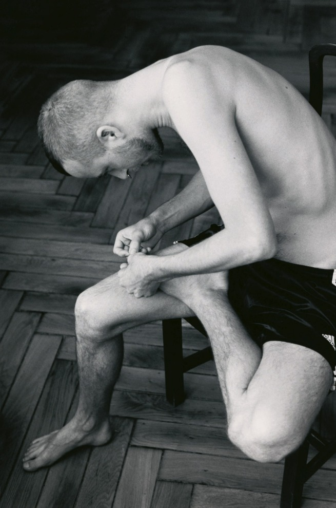 Wolfgang Tillmans. 'Anders pulling splinter from his foot' 2004