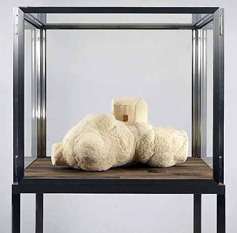 Louise Bourgeois. 'Femme Maison' 2001