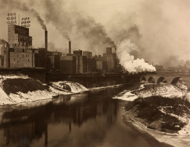 Washburn-Crosby Company. 'The Minneapolis Milling District, The Largest U.S. Flour Producer' 1915