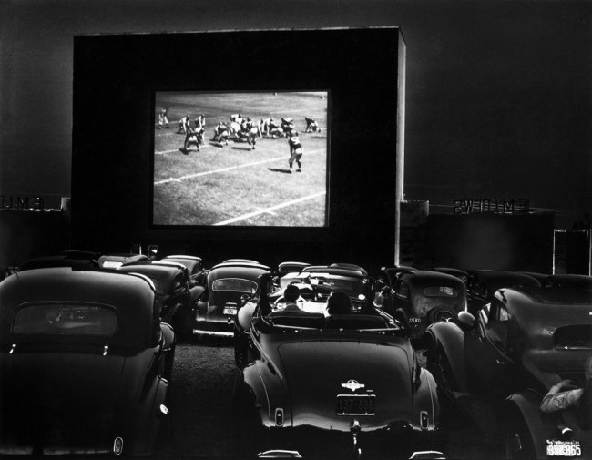 J. Baylor Roberts. 'The Drive-In on Route 1' Alexandria, Virginia, 1941
