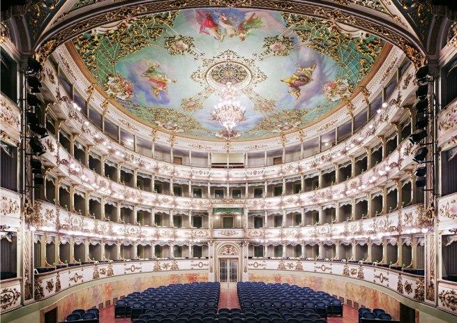 Candida Höfer. 'Teatro Comunale di Carpi I' 2011