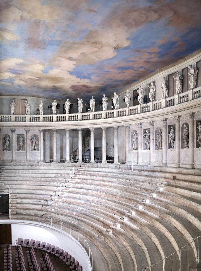 Candida Höfer. 'Teatro Olimpico Vicenza III' 2010