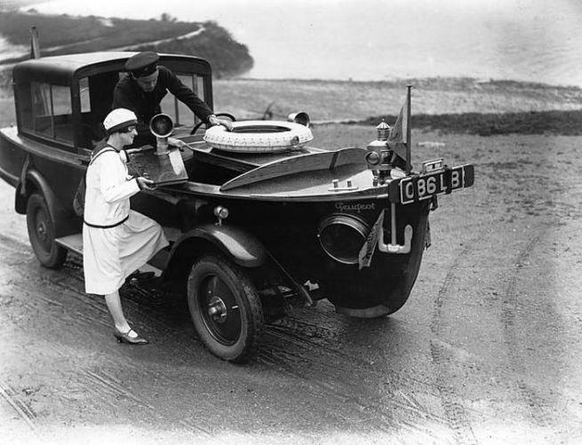 English amphibious car 1910s-20s