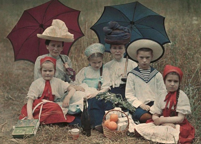 Piotr Vedenisov. 'Tania, Natasha, Kolia and Liza Kozakov, Vera Nikolayevna Vedenisov and Elena Frantsevna Bazilev. Yalta' 1910-1911