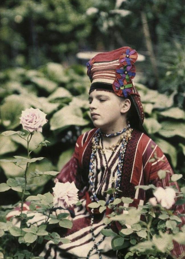 Piotr Vedenisov. 'Vera Kozakov in Folk Dress' 1914