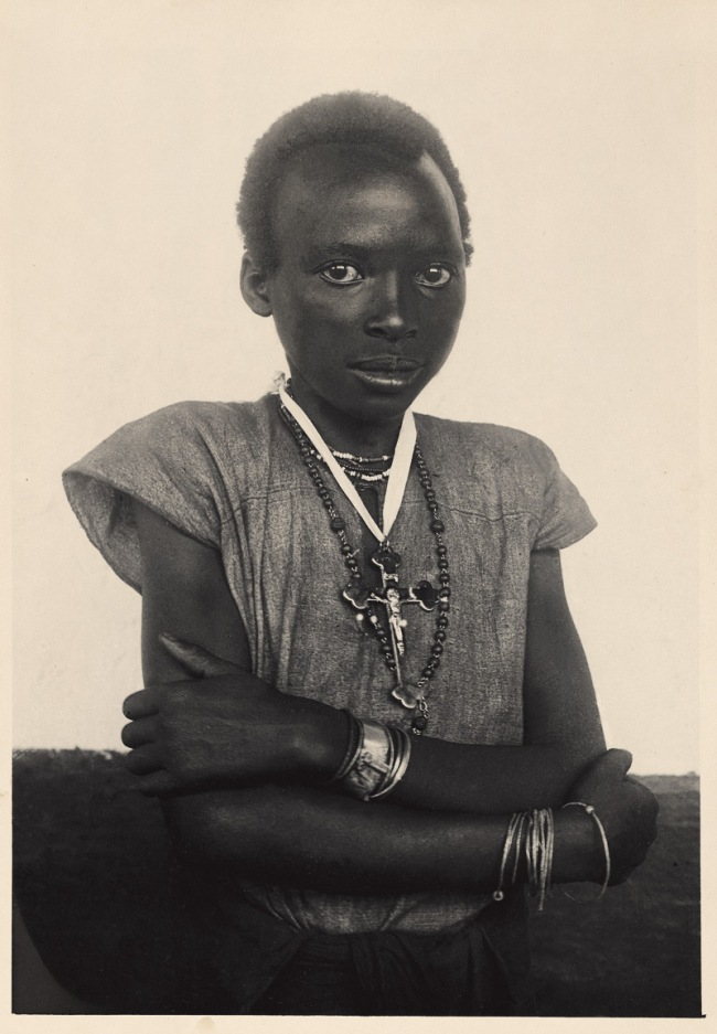 Unidentified photographer. 'Photograph of a young woman' East Africa, Early twentieth century