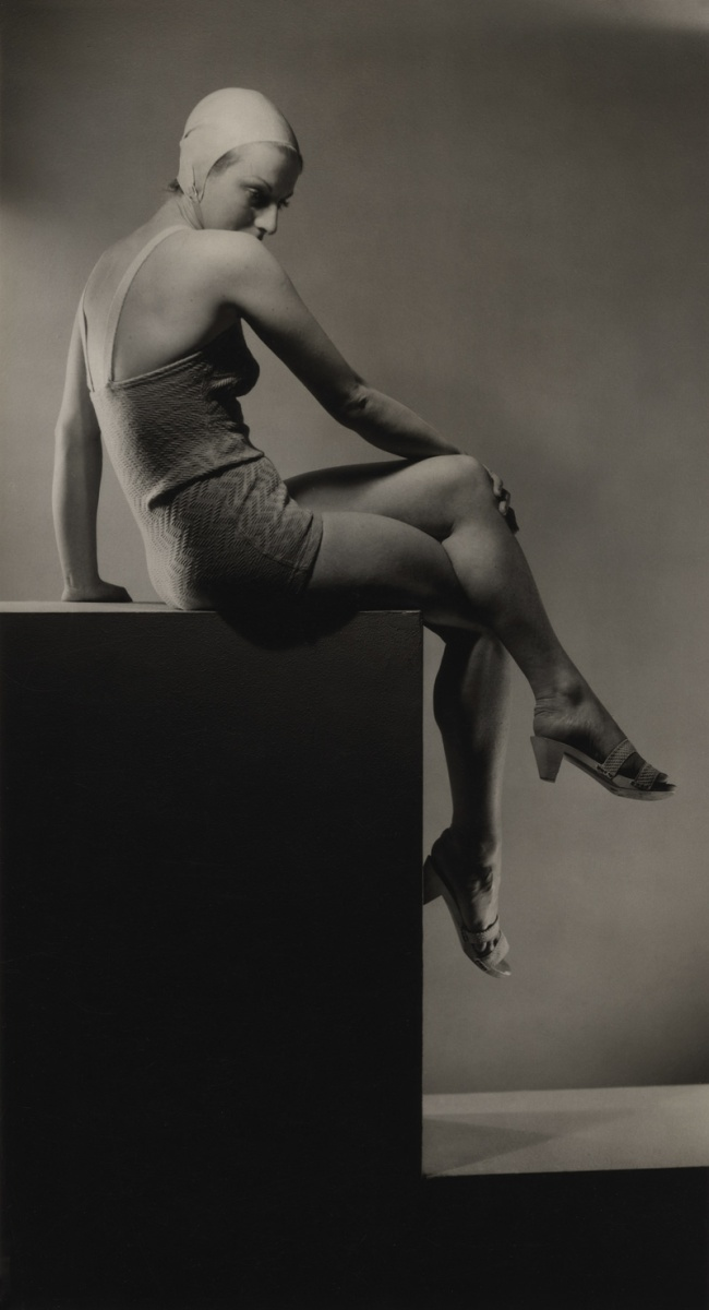 Laure Albin Guillot. 'Sans titre [women with crossed legs on a plinth]' 1937