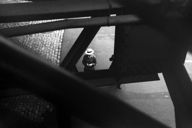 Saul Leiter. 'From the El' c. 1955
