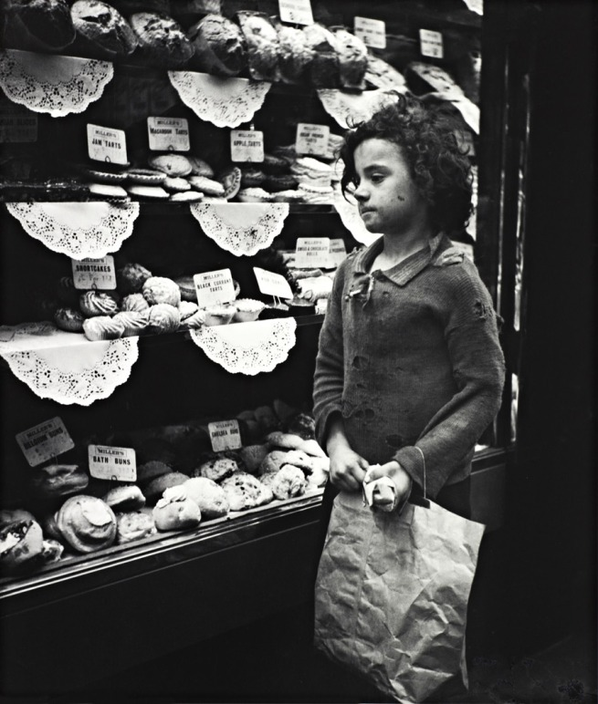 5---Child-Staring-into-Bakery-Window,-London-WEB