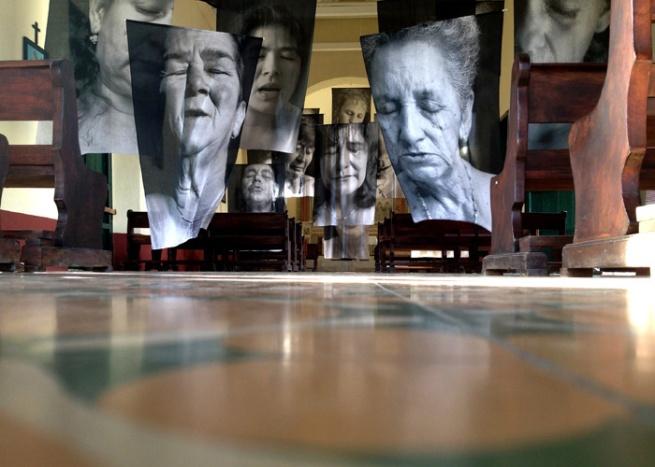 Installation photograph of Erika Diettes Sudarios (Shrouds) at Iglesia de Chinquinquirá (La Chinca). Santa Fe de Antioquia [COL] December 5-9, 2012