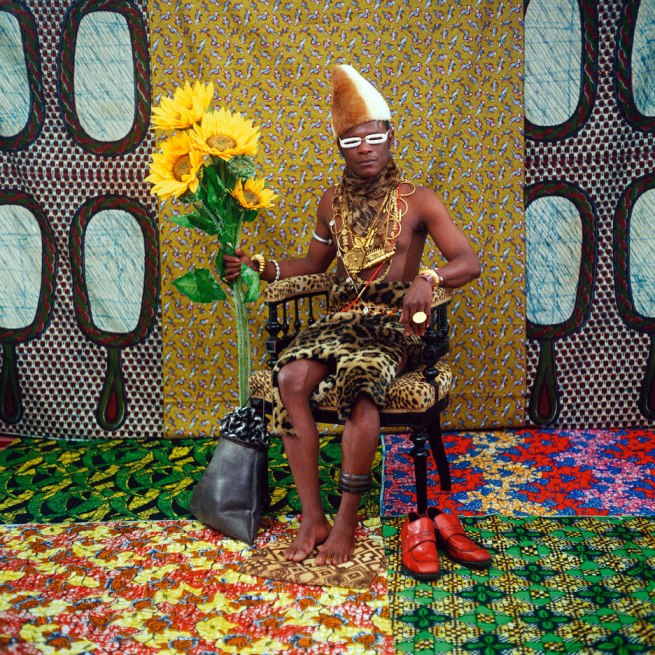 Samuel Fosso. 'Le Chef qui a vendu l'Afrique aux colons' 1997