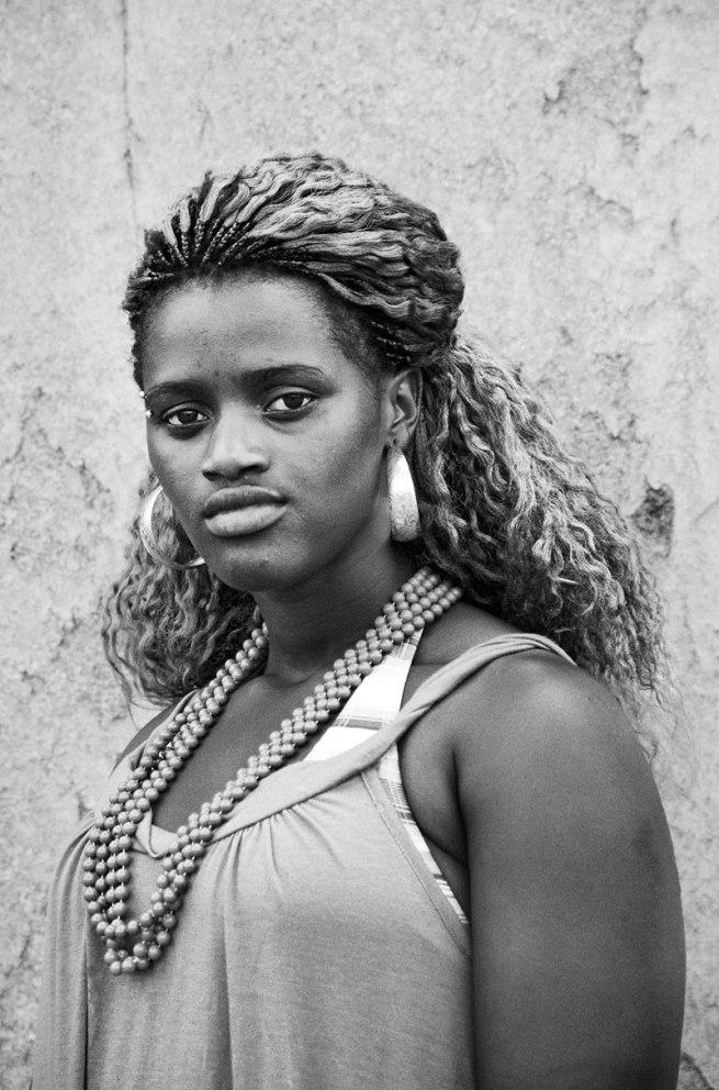 Zanele Muholi. 'Sishipo Ndzuzo, Embekweni, Paarl' 2009
