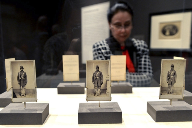 A-display-of-three-photographs-of-American-Civil-War-soldiers-in-the-exhibition-WEB