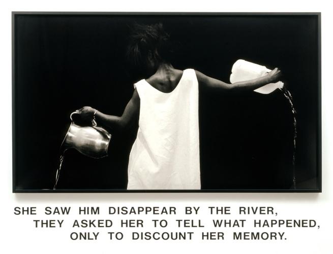 Lorna Simpson. 'Waterbearer [Porteuse d'eau]' 1986