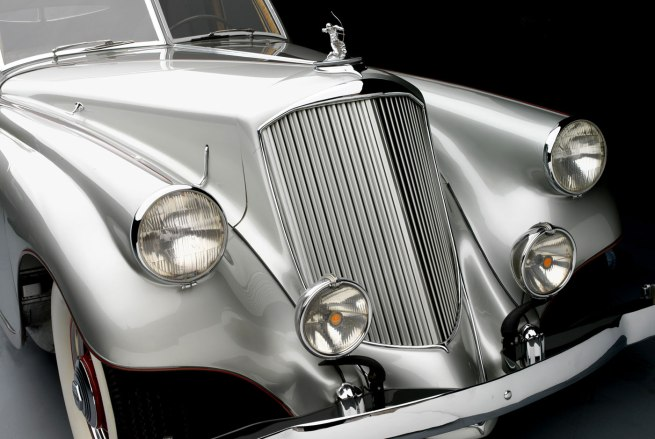 1934-Pierce-Arrow-Silver-Arrow-Sedan_Academy-of-Art-University_front-detail-WEB