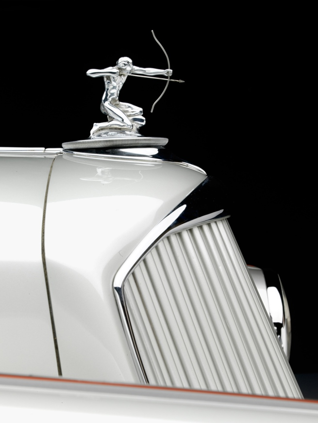 1934-Pierce-Arrow-Silver-Arrow-Sedan_Academy-of-Art-University_hood-ornament-WEB