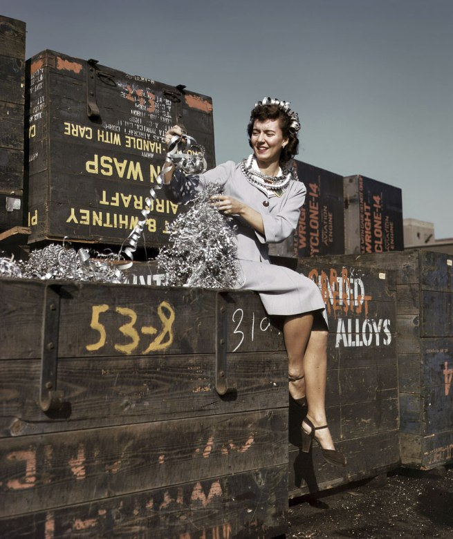 Alfred Palmer. 'Annette del Sur publicizing salvage campaign in yard of Douglas Aircraft Company. Long Beach, California' October 1942