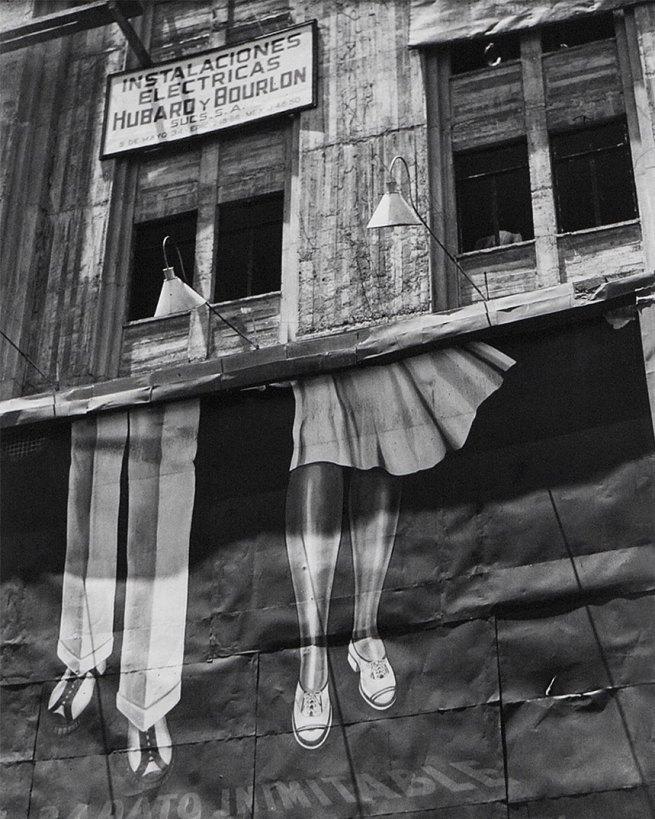 Manuel Álvarez Bravo. 'Dos pares de piernas / Two Pairs of Legs' 1928-29