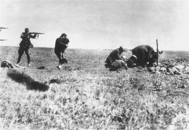 Unknown photographer. 'Executions of Kiev Jews by German army mobile killing units (Einsatzgruppen) near Ivangorod Ukraine' 1942