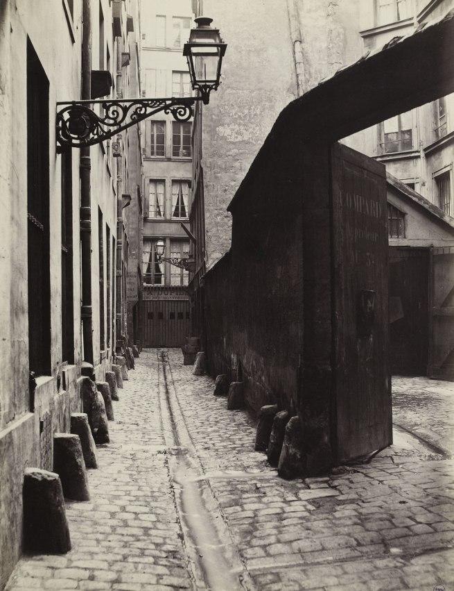 Charles Marville. 'Impasse de la Bouteille (de la rue Montorgeuil) (second arrondissement)' 1865-1868