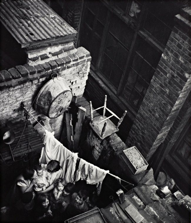 Edith Tudor-Hart. 'Gee Street, Finsbury, London' about 1936