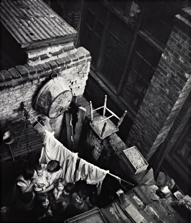 Edith Tudor-Hart. 'Gee Street, Finsbury, London' about 1936