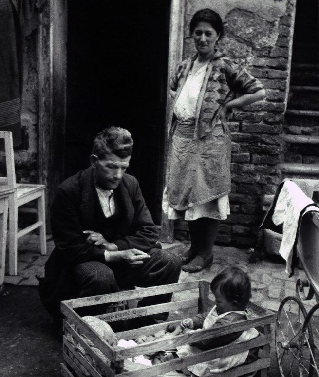 Edith Tudor-Hart. 'Unemployed Family, Vienna' 1930