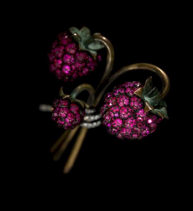 JAR. 'Raspberry Brooch' 2011