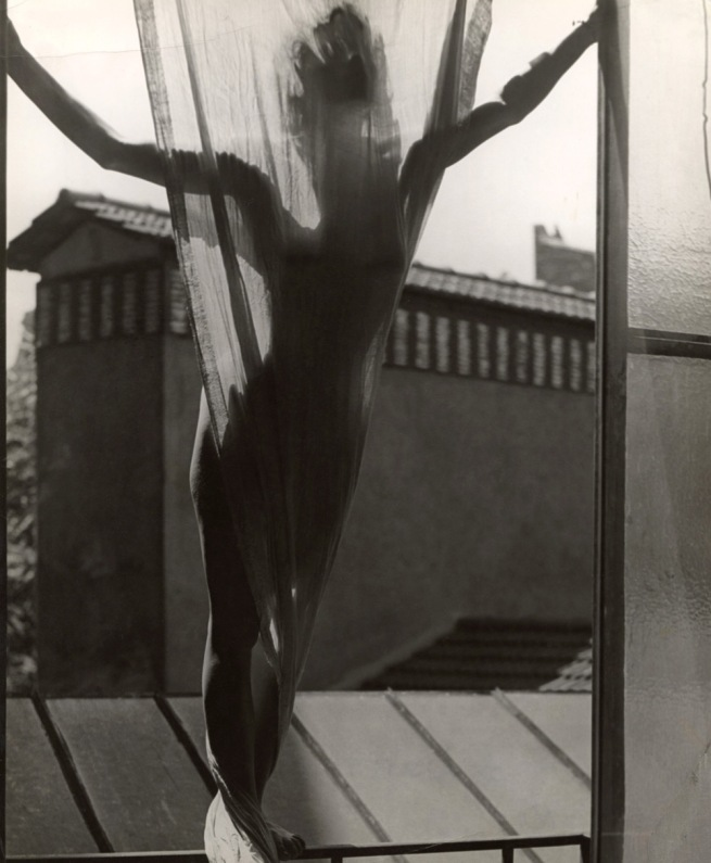 Erwin Blumenfeld. 'Marguerite von Sivers sur le toit du studio 9, rue Delambre' [Marguerite von Sivers on the roof of Blumenfeld's studio at 9, rue Delambre] Paris, 1937