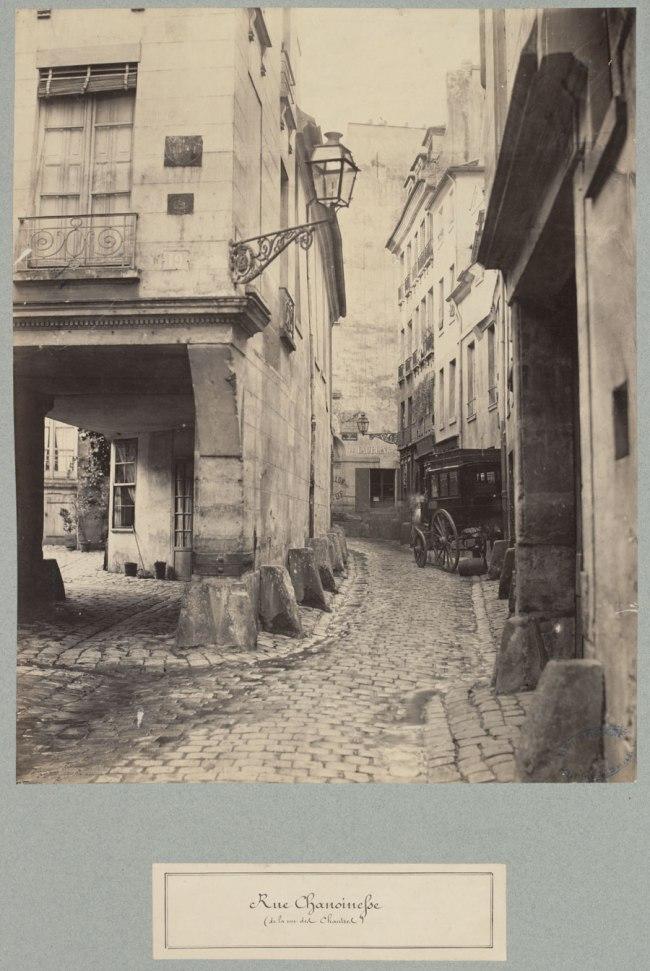 Rue-Chanoinesse-(de-la-rue-des-Chantres)