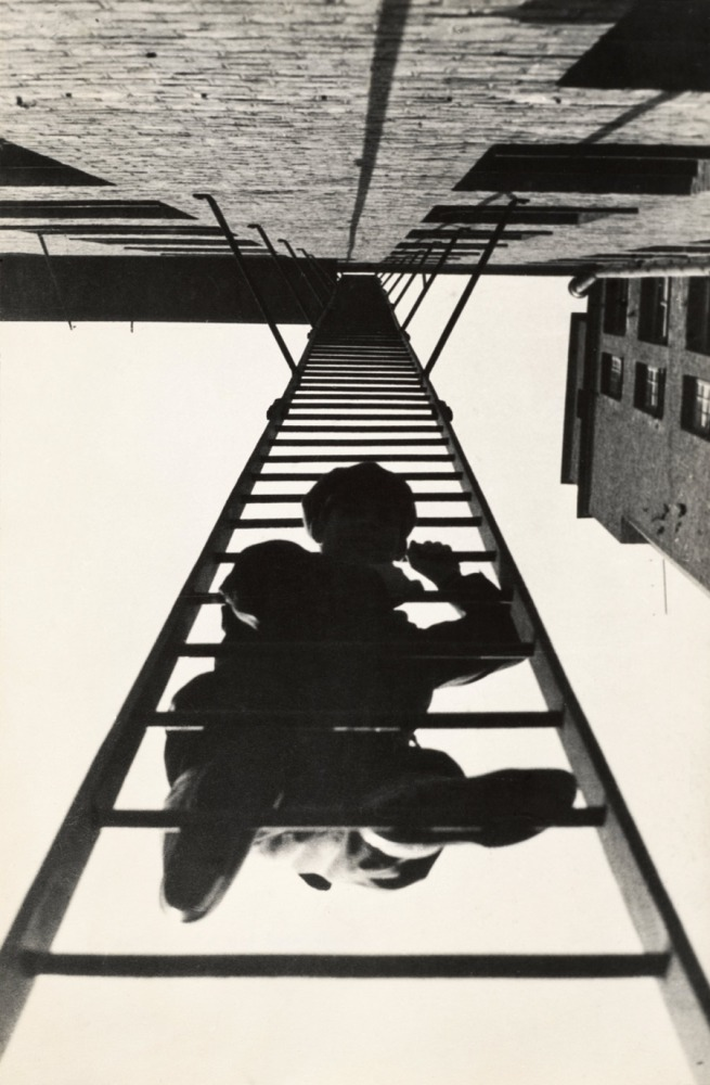 Alexander Rodchenko. 'Pozharnaia lestnitsa' from the series 'Dom na Miasnitskoi' (Fire Escape, from the series House Building on Miasnitskaia Street) 1925