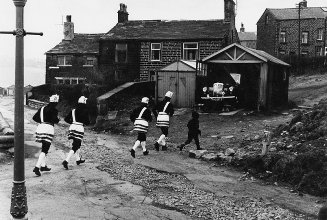 Tony Ray-Jones. 'Bacup coconut dancers, 1968' 1968