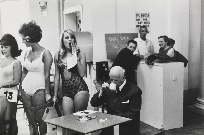Tony Ray-Jones. 'Beauty contestants, Southport, Merseyside, 1967' 1967