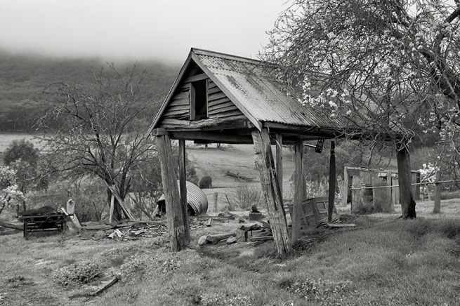Kristian Laemmle-Ruff. 'Barn in the Mist' 2014
