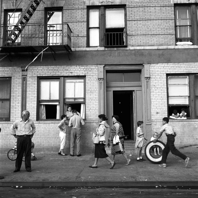 Vivian Maier. 'St East nº108, New York , NY, September 28, 1959' 1959