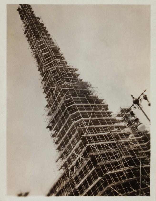 Knud Lonberg-Holm. '48th Street/St. Nicholas Church scaffolding' c. 1923-1924