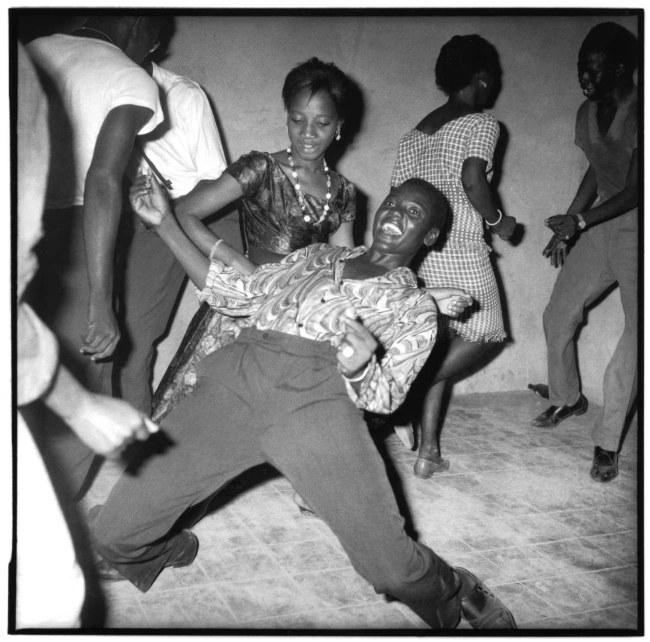 Malick Sidibé. 'Regardez-moi!' 1962